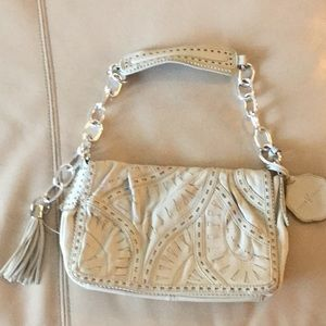 Vince Camuto Bags - Euc Vince camuto white leather w/chain strap